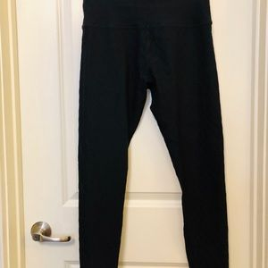 BEYOND YOGA TEXTURED LEGGINGS IN BLACK